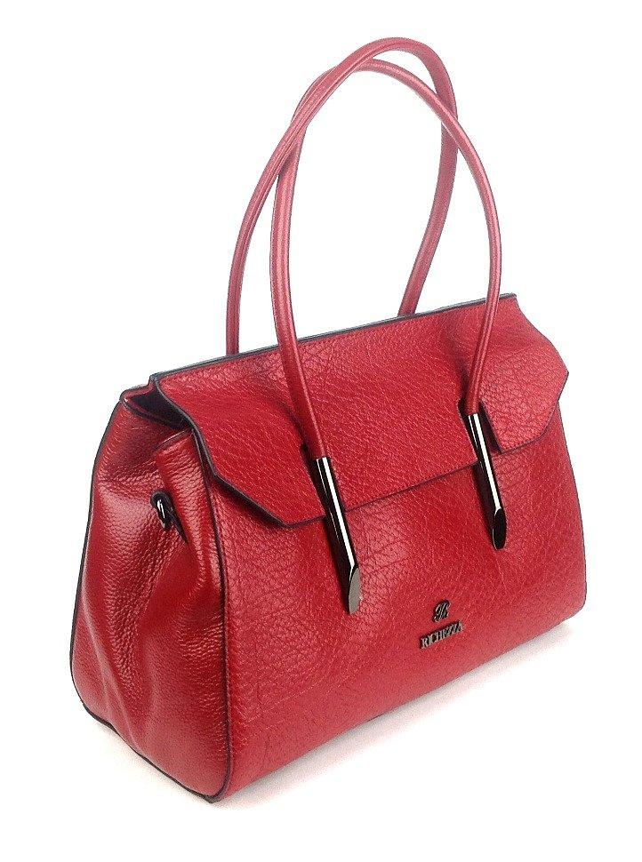 красная женская сумка прямоугольной формы