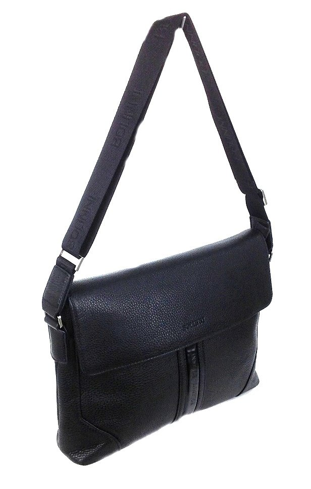 Фотография мужской сумки через плечо