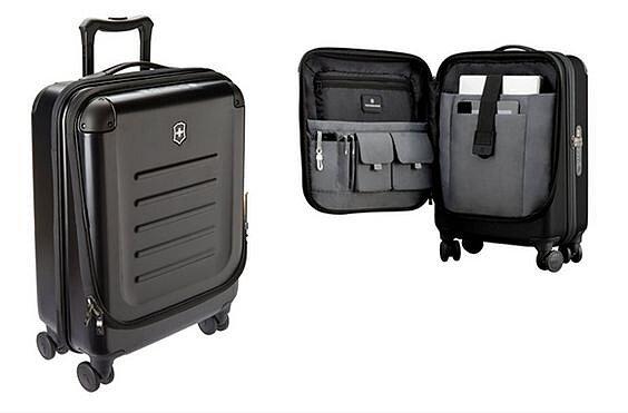 фотография четырехколесного чемодана из пластика